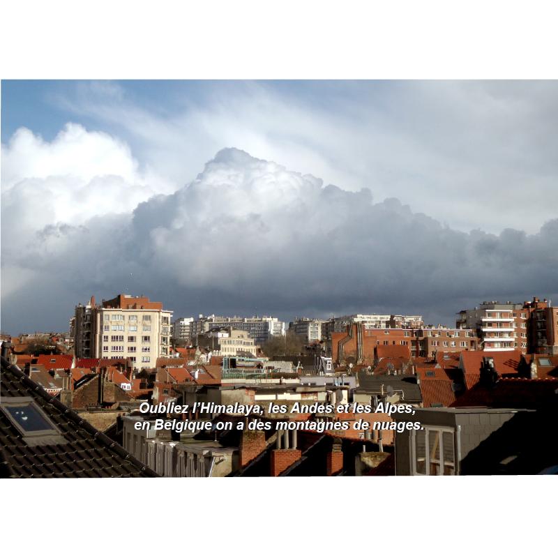 Carte postale. Montagnes de nuages en Belgique. Tierceline